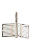 Cigarros normais e cigarro eletrônico isolados no CCB branco Fotos de Stock