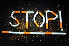 Cigarros - pare de fumar a motivação fotos de stock