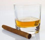 Cigarros y whisky Imagen de archivo libre de regalías
