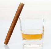 Cigarros y whisky Fotos de archivo libres de regalías