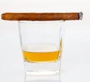 Cigarros y whisky Fotos de archivo