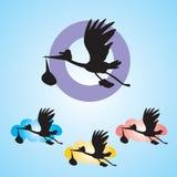 Cigogne avec le bébé sur le fond bleu - illustration Photographie stock libre de droits