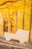 Ciie out papierową samochodową sylwetkę nad lasem Fotografia Royalty Free
