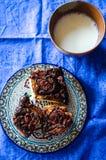 Ciinnamonbroodjes en melk Royalty-vrije Stock Afbeeldingen