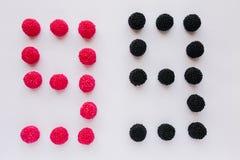 Cijfer negen wordt geschreven in zwart en rood op een witte backgrou Royalty-vrije Stock Foto's