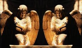 Cijfer van gouden het Bidden van A Engelen Royalty-vrije Stock Afbeeldingen