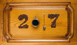 Cijfers van de 2017 koffiekoppen en de lepels Royalty-vrije Stock Fotografie