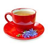 Cikoriadrink i röd kopp med blomman Royaltyfria Foton