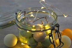 Ciliege della cera in vetro del barattolo con le palle delle luci e di Natale del LED Fotografia Stock Libera da Diritti