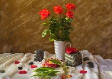 Ciliege di cuori delle rose del mazzo di natura morta Fotografia Stock