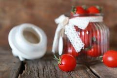 Ciliegia fresca del pomodoro in un barattolo di vetro Fotografia Stock