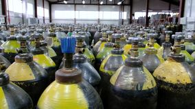 Cilinder com gás misturados Tanques com gás comprimido para a indústria Produção liquefeita do oxigênio Fábrica filme