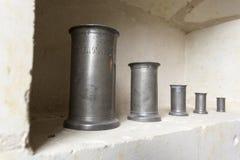 Cilinders antiques de litre photographie stock libre de droits