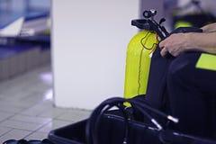 Cilindri dell'attrezzatura di immersione con bombole Fotografie Stock Libere da Diritti
