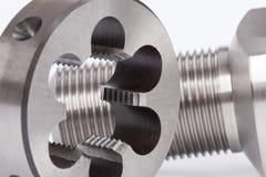 Cilindrische werkstuk en knoopmatrijs Stock Foto