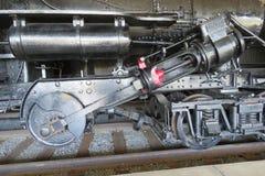 Cilindro, barretta e ruote per il treno del motore a vapore immagini stock