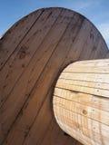 Cilindro da madeira do pinho para o empacotamento sustentável do cabo e do tubo Foto de Stock Royalty Free