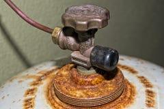 Cilindro de gas aherrumbrado Foto de archivo libre de regalías