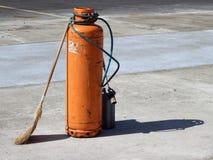 Cilindro de gas con la hornilla Imagen de archivo libre de regalías