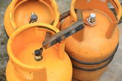 Cilindro de gás amarelo Fotografia de Stock