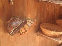 Cilindro feito da madeira coberta com o mini de couro Imagens de Stock