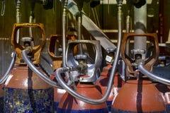 Cilindros de gas industriales fotos de archivo libres de regalías