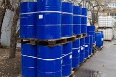 Cilindros de petróleo e recipientes químicos Imagens de Stock Royalty Free