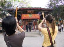 CIm Insence Kau молитве Wong конфуцианского вероисповедания Sik Sik Yuen Wong Tai Sin Temple молитвам веранды большой бессмертный Стоковые Фотографии RF