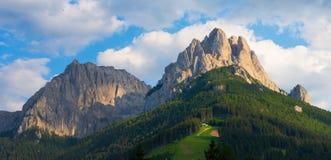 Cima 11和Cima在日落的12登上,法萨谷,白云岩,意大利 库存照片
