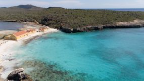 Cima aerea del fuco di mar dei Caraibi dell'isola del Bonaire della costa della spiaggia del mare Immagini Stock Libere da Diritti