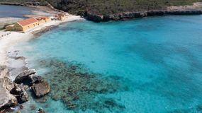 Cima aerea del fuco di mar dei Caraibi dell'isola del Bonaire della costa della spiaggia del mare Fotografia Stock Libera da Diritti