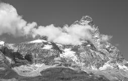 Cima in bianco e nero della montagna Fotografia Stock