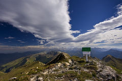Cima de la montaña y voz Imagen de archivo