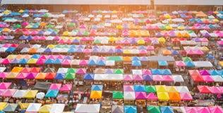 Cima del tetto del mercato delle pulci di fine settimana Immagine Stock