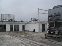 Cima del tetto un giorno nuvoloso Fotografia Stock