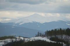 Cima dell'alta montagna in nebbia Immagini Stock Libere da Diritti