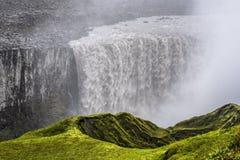 Cima della cascata di Dettifoss in Islanda del Nord osservata dalla Cisgiordania immagini stock