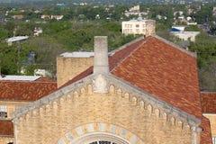 Cima della chiesa con i fronti del doccione Fotografie Stock Libere da Diritti