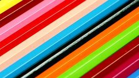Cima della linea di matite colorate sul nero stock footage