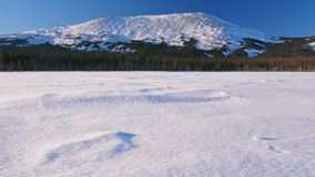 Cima della montagna ad alba Montagna di Ural Iremel stock footage