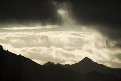 Cima della montagna al tramonto Fotografie Stock Libere da Diritti