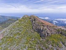 Cima della montagna di Pico Ruivo, isola del Madera, con le nuvole qui sotto Fotografie Stock Libere da Diritti