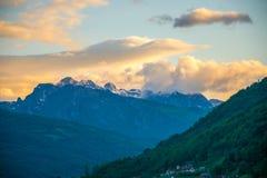Cima della montagna di Prokletije al tramonto Immagini Stock Libere da Diritti
