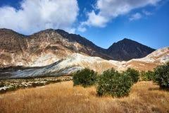 Cima della montagna rocciosa sull'isola di Nisiros fotografia stock libera da diritti
