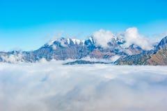 Cima della montagna sopra le nuvole Immagine Stock Libera da Diritti