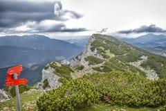 Cima delle montagne e delle nuvole Fotografia Stock Libera da Diritti