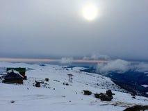 Cima delle montagne nell'inverno Immagine Stock