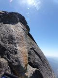 Cima di Moro Rock e della sua struttura della roccia compatta - parco nazionale della sequoia, California, Stati Uniti Fotografia Stock Libera da Diritti