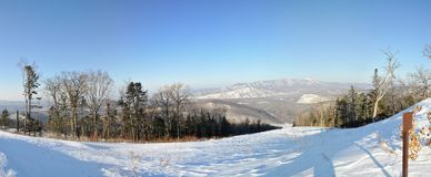 Cima di Pidan della collina per sciare Immagine Stock