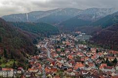 Cima di vista panoramica giù su cattivo Lauterberg in Harz, Germania Fotografia Stock